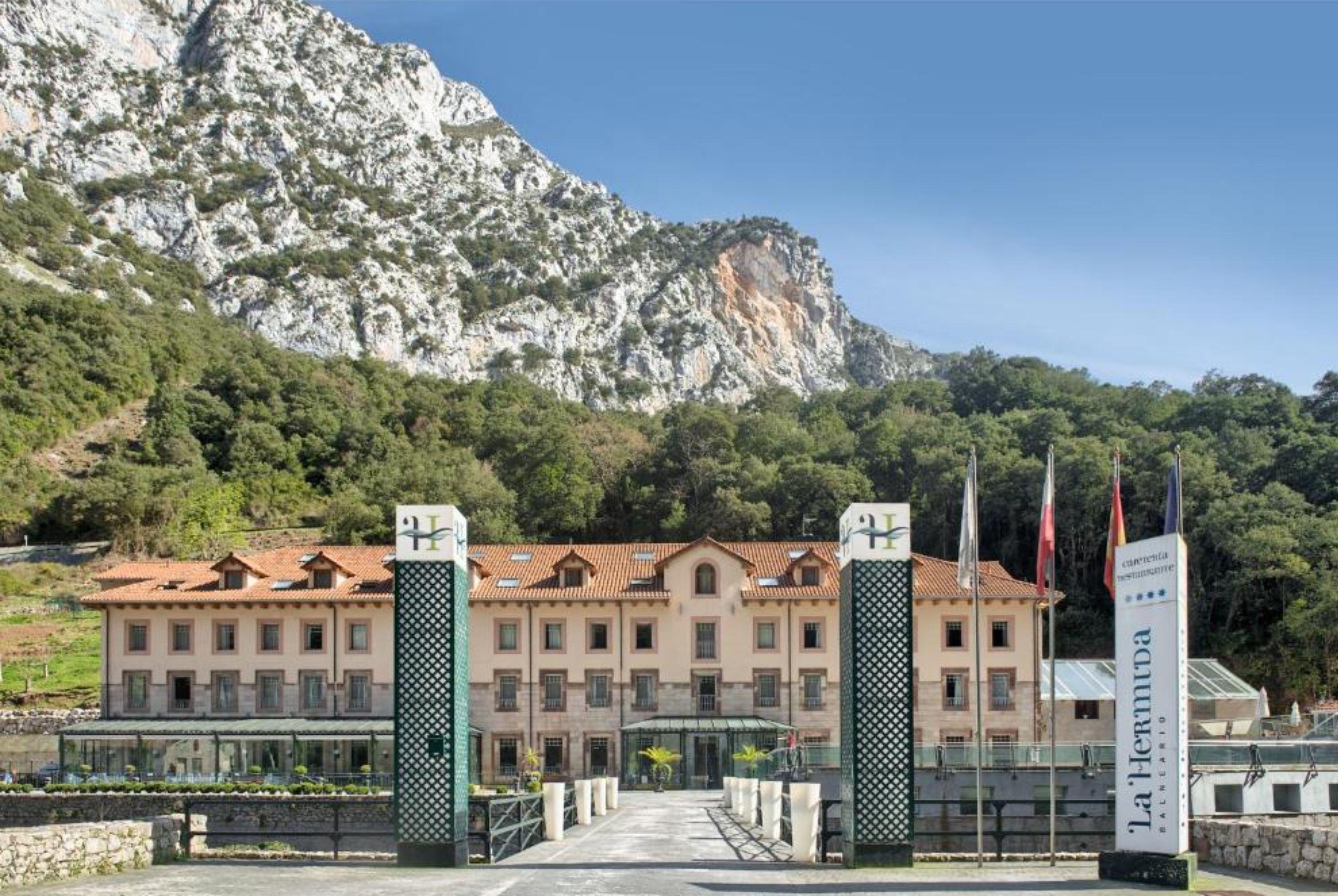 Hotel Balneario La Hermida 4*